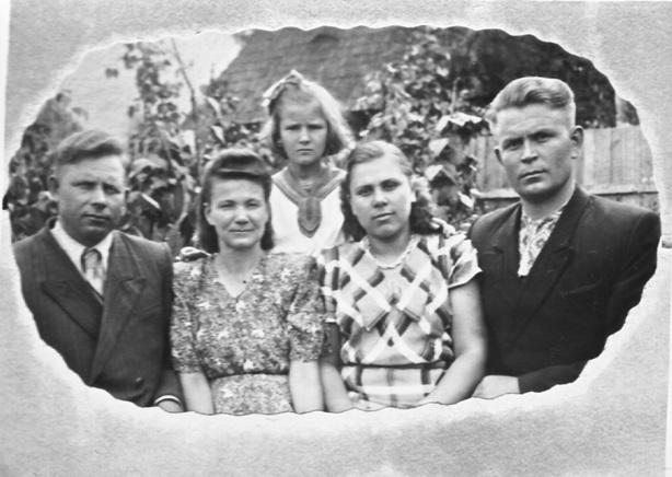 22.sem'i-kurceva-vasilija-i-larichevyh-1957